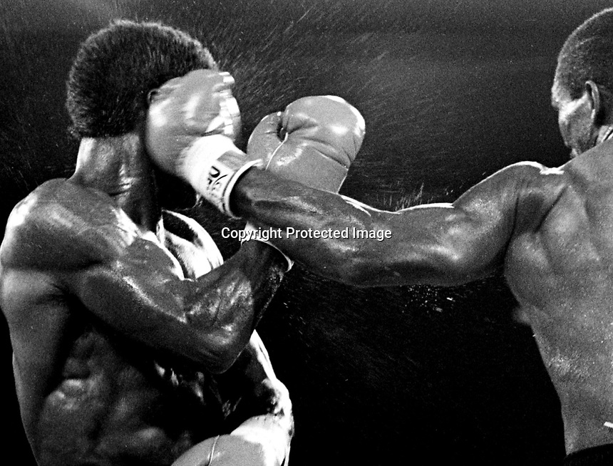 7/11/86  Kinchen vs Milton..photo credit: CHRIS FARINA copyright 1986
