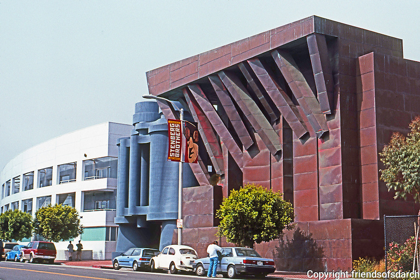 Frank Gehry: Chiat/Day/Mojo Ad Agency, 1985-1991. Main Street, Venice.