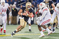 Annapolis, MD - OCT 8, 2016: Navy Midshipmen quarterback Will Worth (15) moves the chains during game between Houston and Navy at Navy-Marine Corps Memorial Stadium Annapolis, MD. The Midshipmen upset #6 Houston 46-40. (Photo by Phil Peters/Media Images International)