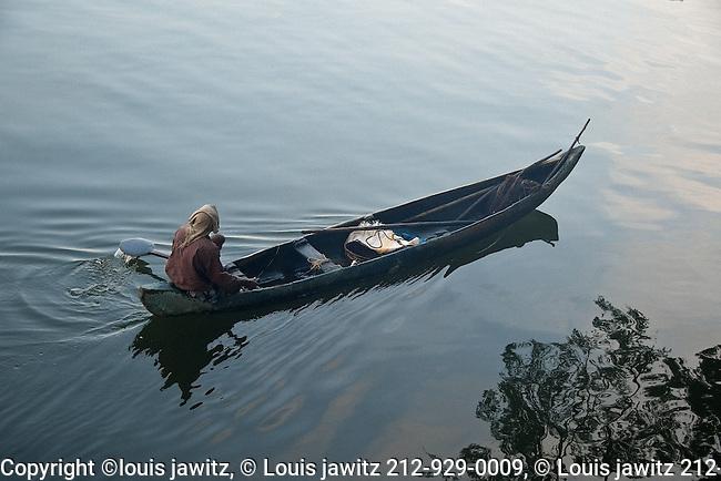 Cochin ,jewtown, india, Kerala, area,<br /> early,morning,fisherman,dug out,
