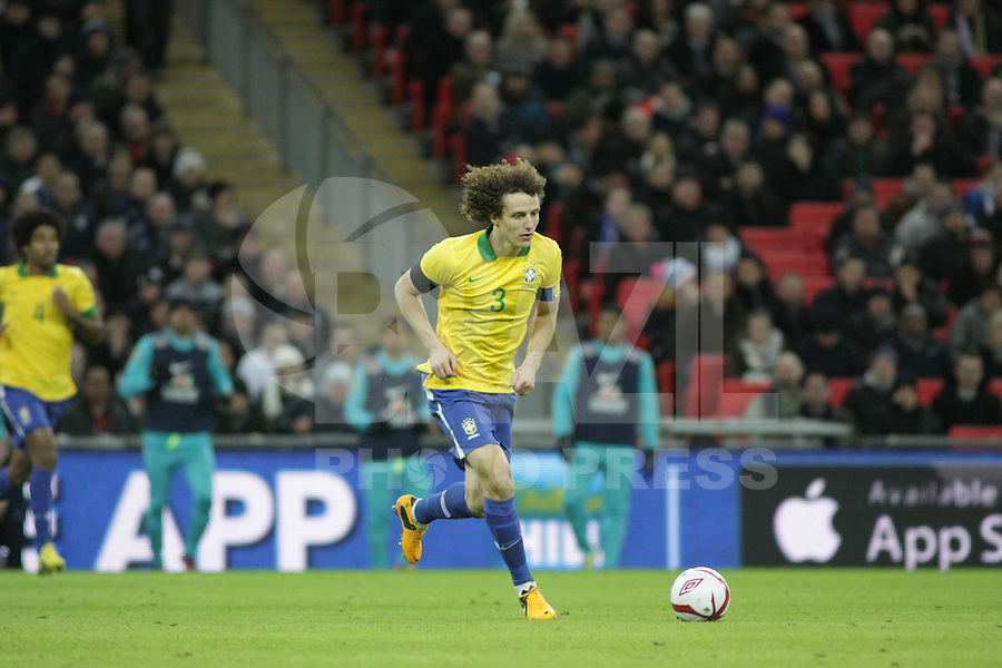 LONDRES, INGLATERRA, 06 DE FEVEREIRO 2013 - AMISOTOSO INGLATERRA X BRASIL - Davi Luiz em partida amistosa entre Inglaterra x Brasil realizada no Estádio de Wembley, em Londres, Inglaterra, nesta quarta-feira. FOTO: GUILHERME ALMEIDA - BRAZIL PHOTO PRESS..