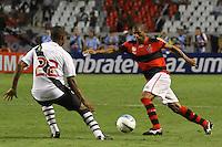 RIO DE JANEIRO, RJ, 22 DE FEVEREIRO 2012 - CAMPEONATO CARIOCA - SEMIFINAL - TAÇA GUANABARA - VASCO X FLAMENGO - Junior Cesar, jogador do Flamengo, durante partida contra o Vasco, pela semifinal da Taça Guanabara, no estádio Engenhão, na cidade do Rio de Janeiro, nesta quarta-feira, 22. FOTO: BRUNO TURANO – BRAZIL PHOTO PRESS.