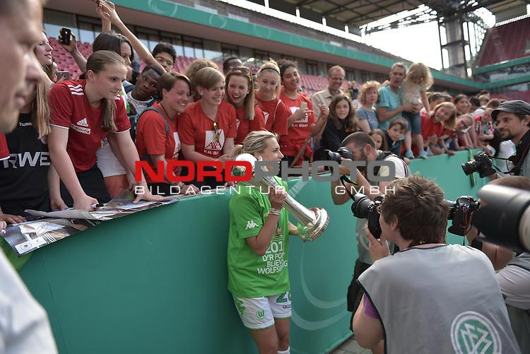 21.05.2016, RheinEnergie Stadion, Koeln, GER, DFB Pokal Finale Frauen 2015/2016  SC Sand vs VfL Wolfsburg  <br /> im Bild / picture shows: <br /> Lena Goe&szlig;ling / Goessling ( VFL Wolfsburg #28 ) l&auml;sst sich mit den Fans und dem Pokal feiern <br /> <br /> <br /> <br /> <br /> Foto &copy; nordphoto / meuter