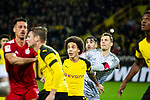 10.11.2018, Signal Iduna Park, Dortmund, GER, 1.FBL, Borussia Dortmund vs FC Bayern M&uuml;nchen, DFL REGULATIONS PROHIBIT ANY USE OF PHOTOGRAPHS AS IMAGE SEQUENCES AND/OR QUASI-VIDEO<br /> <br /> im Bild | picture shows:<br /> Javi Martinez (Bayern #8) und Manuel Neuer (Bayern #1) erwarten den Eckball im Dortmunder Strafraum, <br /> <br /> Foto &copy; nordphoto / Rauch