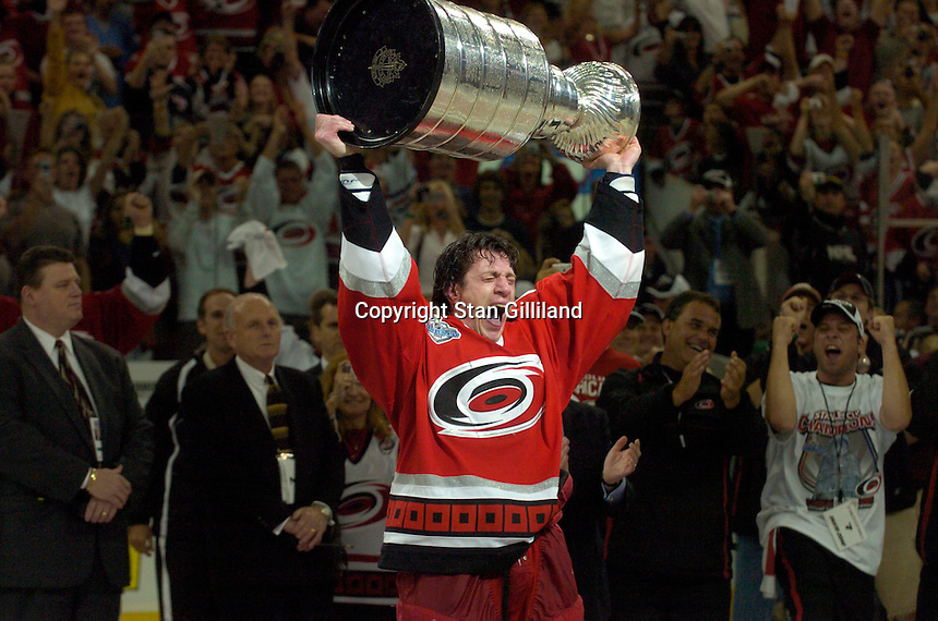 Rod Brind'Amour holds the Stanley Cup after the Carolina Hurricanes beat the Edmonton Oilers 3-1 in game seven to win the series at the RBC Center in Raleigh, NC Monday, June 19, 2006.