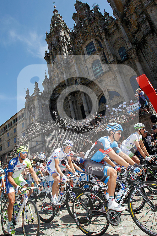 Chritophe Le Mevel and the peloton passes by the front of the Obradoiro of the Cathedral of Santiago de Compostela before the stage of La Vuelta 2012 between Santiago de Compostela and Ferrol.August 31,2012. (ALTERPHOTOS/Acero)