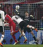 20.02.2018, Allianz Arena, München, GER, UEFA CL, FC Bayern München (GER) vs Besiktas Istanbul (TR) , im Bild<br />Mats Hummels (München), Caner Erkin (Instanbul), Torwart Fabri (Instanbul)<br /><br /><br /> Foto © nordphoto / Bratic