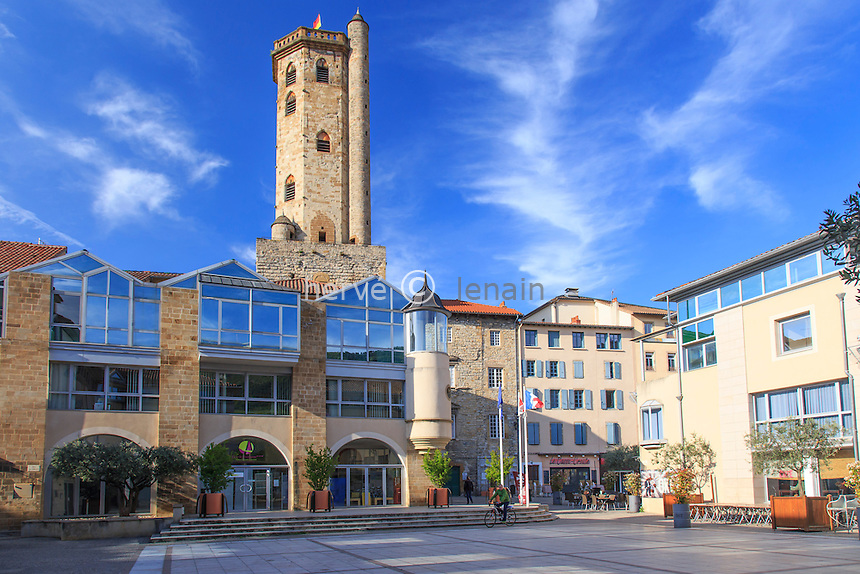 France, Aveyron (12), Millau, la place du Beffroi et le beffroi derrière // France, Aveyron, Millau, Beffroi place and the belfry behind