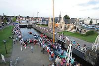 ZEILEN: LEMMER: 't Dok, 29-07-2014, SKS skûtsjesilen, intocht van de skûtsjes in Lemmer, Lemster skûtsje met it Lemster Shantykoor door de sluis,  ©foto Martin de Jong