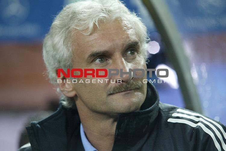 Laenderspiel EM 2004 Qualifikation<br /> Deutschland vs. Schottland 2:1<br /> Teamchef Rudi Voeller.<br /> Foto &copy; nordphoto - Ruediger Lampe<br /> <br />  *** Local Caption *** Foto ist honorarpflichtig! zzgl. gesetzl. MwSt.<br />  Belegexemplar erforderlich<br /> Adresse: nordphoto<br /> Georg-Reinke-Strasse 1<br /> 49377 Vechta