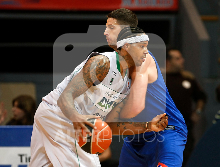 DKV Juventud's Will McDonald (l) and Asefa Estudiantes' Josh Asselin during ACB match.October 17,2010. (ALTERPHOTOS/Acero)