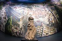 Das Ausstellungsprojekt der Antikensammlung &ndash; Staatliche Museen zu Berlin &quot;PERGAMON. Meisterwerke der antiken Metropole und 360&deg;-Panorama von Yadegar Asisi&quot; wurde am Freitag den 16. November 2018 in Berlin vorgestellt.<br /> Im Bild: Vor dem Panorama steht ein Stueck der Athena vom Dach des Pergamonaltar.<br /> 16.11.2018, Berlin<br /> Copyright: Christian-Ditsch.de<br /> [Inhaltsveraendernde Manipulation des Fotos nur nach ausdruecklicher Genehmigung des Fotografen. Vereinbarungen ueber Abtretung von Persoenlichkeitsrechten/Model Release der abgebildeten Person/Personen liegen nicht vor. NO MODEL RELEASE! Nur fuer Redaktionelle Zwecke. Don't publish without copyright Christian-Ditsch.de, Veroeffentlichung nur mit Fotografennennung, sowie gegen Honorar, MwSt. und Beleg. Konto: I N G - D i B a, IBAN DE58500105175400192269, BIC INGDDEFFXXX, Kontakt: post@christian-ditsch.de<br /> Bei der Bearbeitung der Dateiinformationen darf die Urheberkennzeichnung in den EXIF- und  IPTC-Daten nicht entfernt werden, diese sind in digitalen Medien nach &sect;95c UrhG rechtlich geschuetzt. Der Urhebervermerk wird gemaess &sect;13 UrhG verlangt.]