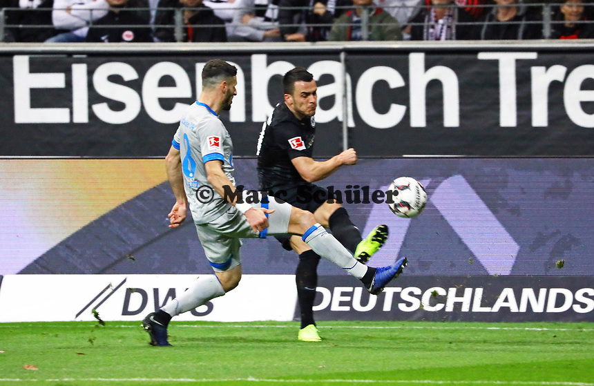 Filip Kostic (Eintracht Frankfurt) gegen Suat Serdar (FC Schalke 04) - 11.11.2018: Eintracht Frankfurt vs. FC Schalke 04, Commerzbank Arena, DISCLAIMER: DFL regulations prohibit any use of photographs as image sequences and/or quasi-video.