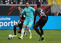 Admir Mehmedi (VfL Wolfsburg) gegen Evan N'Dicka (Eintracht Frankfurt) - 23.11.2019: Eintracht Frankfurt vs. VfL Wolfsburg, Commerzbank Arena, 12. Spieltag<br /> DISCLAIMER: DFL regulations prohibit any use of photographs as image sequences and/or quasi-video.