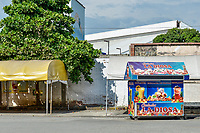 CALI - COLOMBIA, 05-05-2020: Ventas de Cholaos, bebida popular, a la espera de la orden para la reactivación economica en la ciudad de Cali durante el día 43 de la cuarentena total en el territorio colombiano causada por la pandemia  del Coronavirus, COVID-19. / Cholao sales, popular drink, awaiting the order for the economic revival in Cali City during the day 43 of total quarantine in Colombian territory caused by the Coronavirus pandemic, COVID-19. Photo: VizzorImage / Gabriel Aponte / Staff