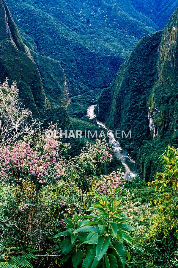 Cordilheira dos Andes, Cuzco, Peru. 1994.<br /> Foto de Juca Martins.