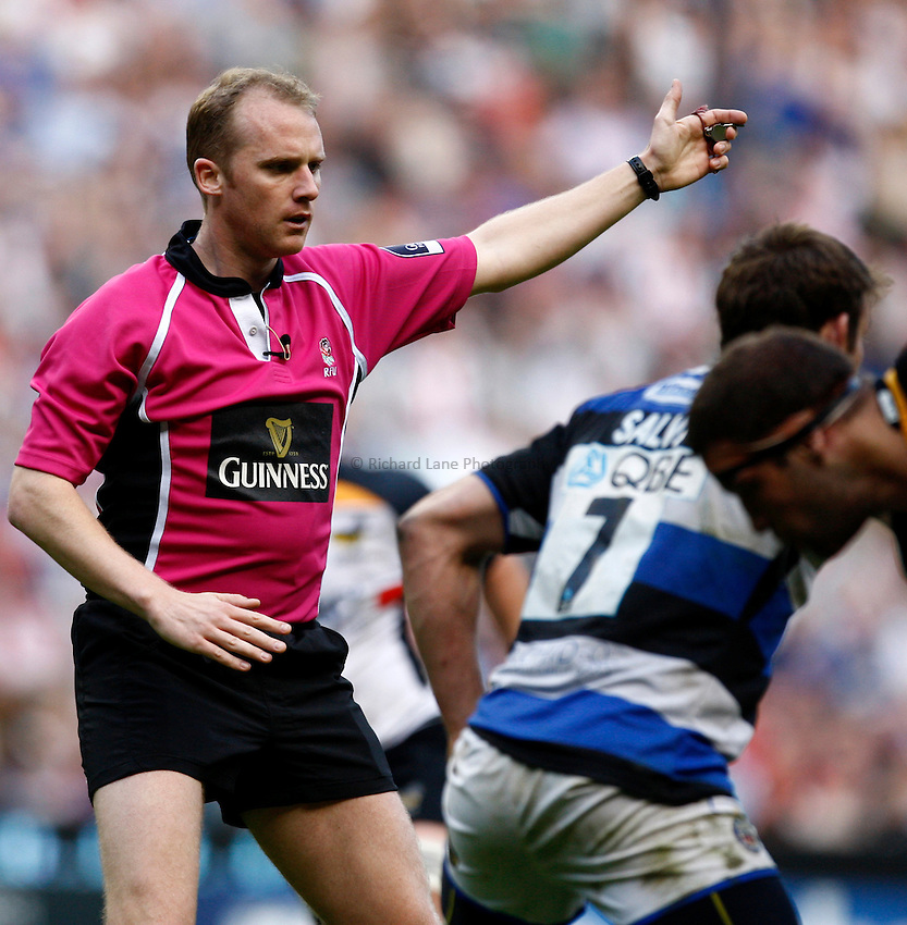 Photo: Richard Lane/Richard Lane Photography. London Wasps v Bath Rugby. The St. George's Day Game. Guinness Premiership. 24/04/2010. Referee, Wayne Barnes.