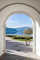 Oesterreich, Kaernten, Ossiacher See: Torbogen am Stift Ossiach | Austria, Carinthia, Lake Ossiach: archway at monastery Ossiach