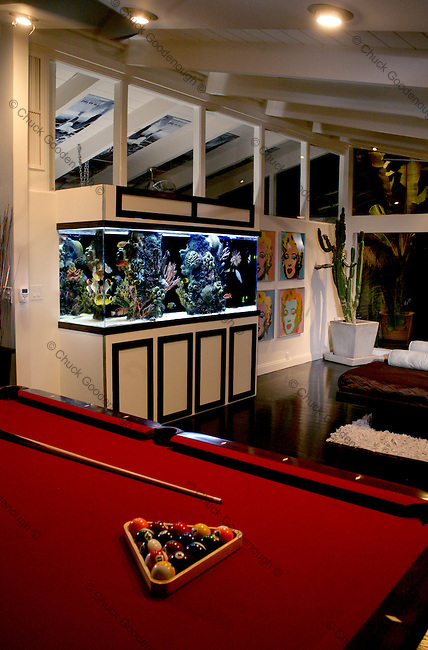 Residential aquarium Installation in upscale home.