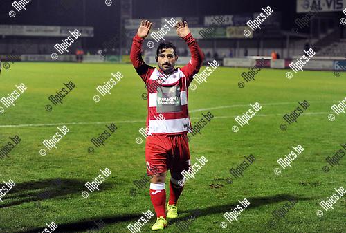 2014-09-06 / Voetbal / seizoen 2014-2015 / Dessel Sport - R. Antwerp FC / Emrullah G&uuml;venc groet de supporters<br /><br />Foto: Mpics.be