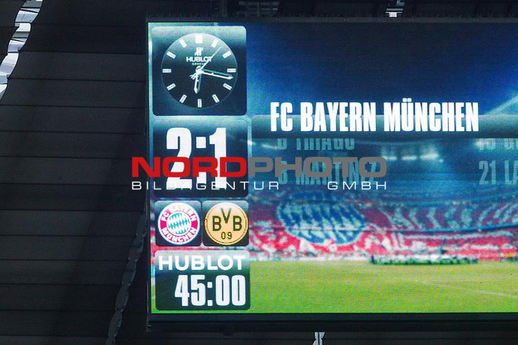 04.10.2015, Allianz Arena, Muenchen, GER, 1.FBL,  FC Bayern Muenchen vs. Borussia Dortmund, im Bild Halbzeitstand auf der Anzeigetafel<br /> <br /> Foto &copy; nordphoto / Straubmeier