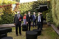 Professore Eugenio Gaudio, Rettore Università degli Studi di Roma La Sapienza<br /> Professor Fabio Attorre, Direttore dell'Orto Botanico di Roma<br /> <br /> <br /> The Living Chapel è una Cappella Vivente come luogo di profonda armonia tra natura, musica, arte, architettura e umanità. <br /> The Living Chapel  è un giardino verticale nel quale sono inseriti in maniera temporanea 3.000 giovani alberi che al termine dell'estate saranno donati per il recupero di aree verdi e per la creazione di nuovi giardini. <br /> Ispirato al programma delle Nazioni Unite, l'Agenda 2030 per lo Sviluppo Sostenibile, e all'Enciclica 'Laudato Si', progettato da un team internazionale di architetti, musicisti e artisti. <br /> L'Orto botanico di Roma è uno dei partner di questa iniziativa, contribuendo ad ospitare ed allestire la Cappella Vivente.<br /> <br /> THE LIVING CHAPEL<br /> The Living Chapel is a place of profound harmony between nature, music, art, architecture and humanity.<br /> The Living Chapel is a vertical garden in which 3,000 young trees are placed temporarily, which at the end of the summer will be donated for the recovery of green areas and for the creation of new gardens.<br /> Inspired by the United Nations program, the 2030 Agenda for Sustainable Development, and the Encyclical 'Laudato Si', designed by an international team of architects, musicians and artists.<br /> The Botanical Garden of Rome is one of the partners of this initiative, helping to host and set up the Living Chapel.