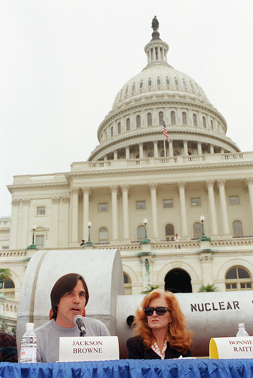 9/24/97.NUCLEAR WASTE--Performing artist Jackson Browne makes a statement at a press conference on the West Terrace of the Capitol in opposition to H.R. 1270, the Nuclear Waste Policy Act of 1997, which would allow for the transfer of radioactive waste to Yucca Mountain, Nevada. Behind him is a mock nuclear waste cask. Performing artist Bonnie Raitt is at right. Nevada Democratic Sens. Harry Reid and Richard Bryan also attended..CONGRESSIONAL QUARTERLY PHOTO BY SCOTT J. FERRELL