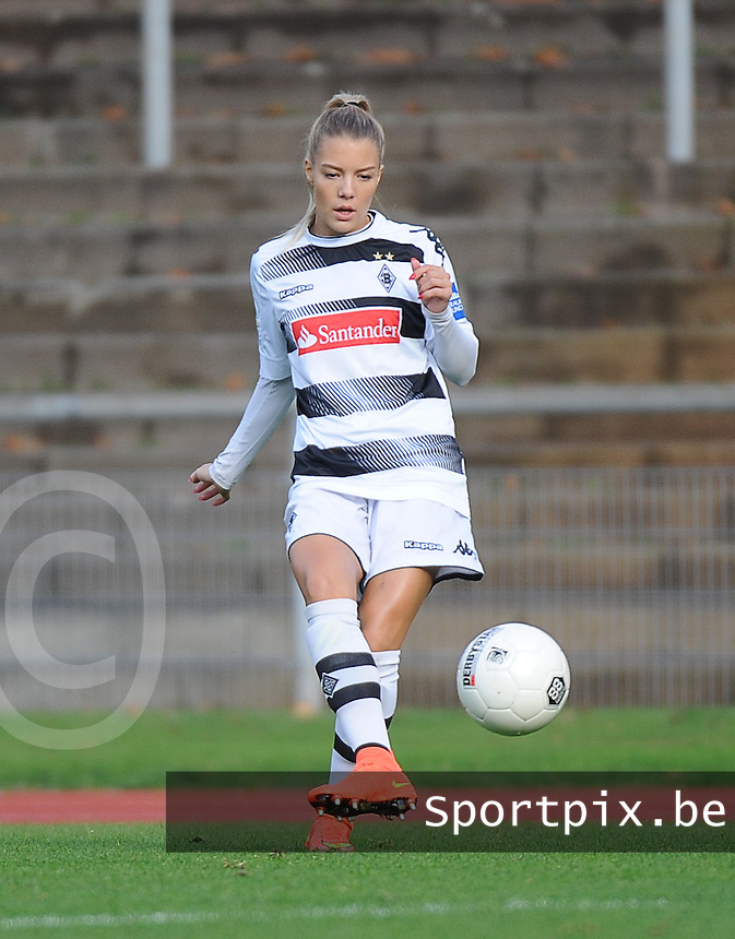 20161105 - MOENCHENGLADBACH , GERMANY : Mönchengladbach's Vanessa Wahlen pictured during an Allianz Frauen Bundesliga game between Borussia Mönchengladbach and Vfl Wolfsburg during the 7th spieltag - game for the 2016-2017 Allianz Frauen-Bundesliga season , Saturday 5 th November 2016 ,  PHOTO Dirk Vuylsteke | Sportpix.Be