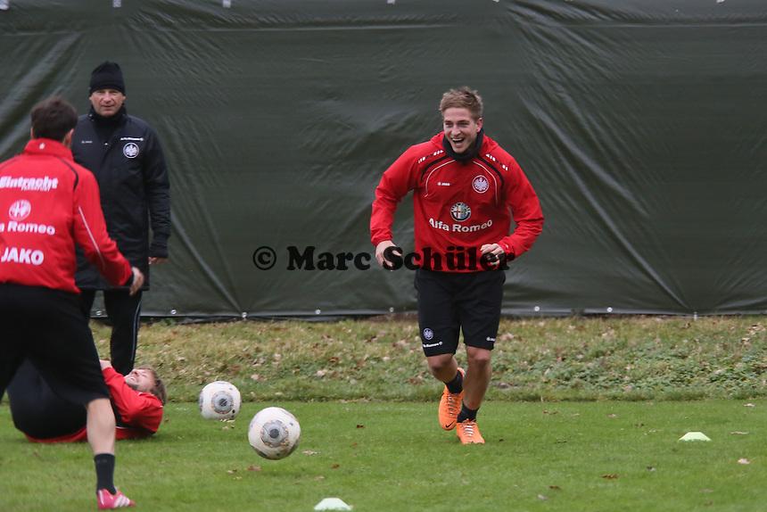 Bastian Oczipka (Eintracht) hat Spaß