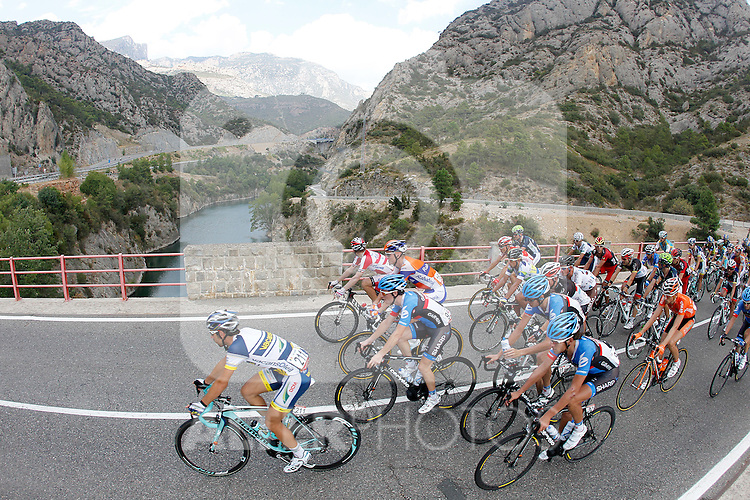 The peloton during the stage of La Vuelta 2012 between Lleida-Lerida and Collado de la Gallina (Andorra).August 25,2012. (ALTERPHOTOS/Paola Otero)