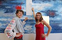 Eröffnung des Hotel Casa Marina am Störmthaler See im Ressort Lagovida mit dem sächsischen Minister für Wirtschaft und Verkehr Sven Morlok (FDP) - im Bild: die beiden Leipziger Künstlerinnen Jana Beerhold (Mosaikkünstlerin , rotes Kleid) und Malerin Petra Strobl haben zwei großflächige Wandgestaltungen geschaffen, die das maritime Thema aufgreifen.   Foto: aif / Norman Rembarz<br /> <br /> Jegliche kommerzielle wie redaktionelle Nutzung ist honorar- und mehrwertsteuerpflichtig! Persönlichkeitsrechte sind zu wahren. Es wird keine Haftung übernommen bei Verletzung von Rechten Dritter. Autoren-Nennung gem. §13 UrhGes. wird verlangt. Weitergabe an Dritte nur nach  vorheriger Absprache. Online-Nutzung ist separat kostenpflichtig.