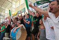 Handball - Relegationsspiel zum Aufstieg in die 2. Bundesliga - SC DHfK Leipzig spielt zu Hause in der Ernst-Grube-Halle gegen Dessau-Rosslauer HV..Im Bild: Jubel bei den Fans .Foto: Christian Nitsche.Jegliche kommerzielle Nutzung ist honorar- und mehrwertsteuerpflichtig! Persönlichkeitsrechte sind zu wahren. Es wird keine Haftung übernommen bei Verletzung von Rechten Dritter. Autoren-Nennung gem. §13 UrhGes. wird verlangt. Weitergabe an Dritte nur nach vorheriger Absprache.