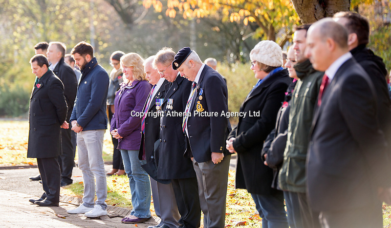 Pictured: People observe a minute's silence at the cenotaph at the cenotaph Friday 11 November 2016<br />