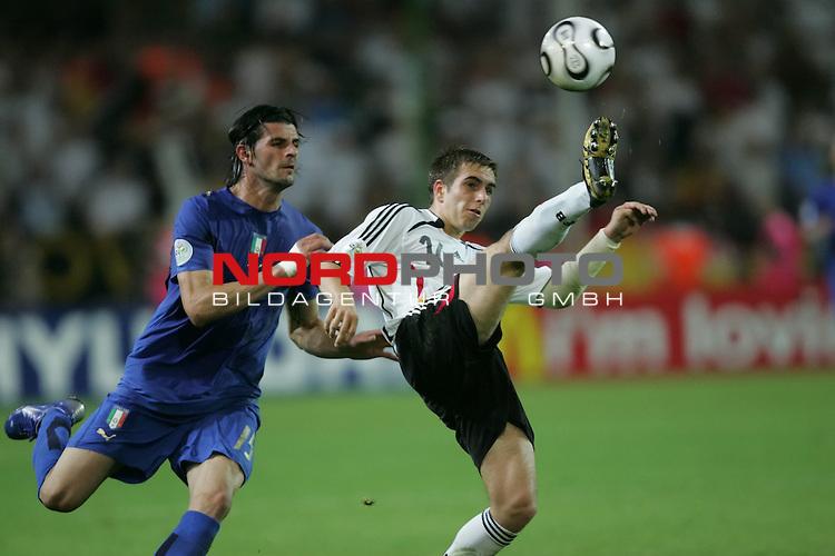 FIFA WM 2006 -  Semi Finals / Halbfinale<br /> Play    #61 (04-Juli) - Deutschland - Italien 0:2 n.V.<br /> <br /> Philipp Lahm (rechts) von Deutschland vor Vincenzo Iaquinta (links) von Italien am Ball.<br /> <br /> Foto &copy; nordphoto