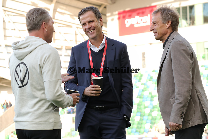 Wiedersehen unter alten Weggefährten Torwarttrainer Andreas Koepke (Deutschland Germany), Teammanager der Nationalmannschaft Oliver Bierhoff (Deutschland Germany) mit Ex-Bundestrainer und RTL-Experte Jürgen Klinsmann - 09.09.2019: Nordirland vs. Deutschland, Windsor Park Belfast, EM-Qualifikation DISCLAIMER: DFB regulations prohibit any use of photographs as image sequences and/or quasi-video.