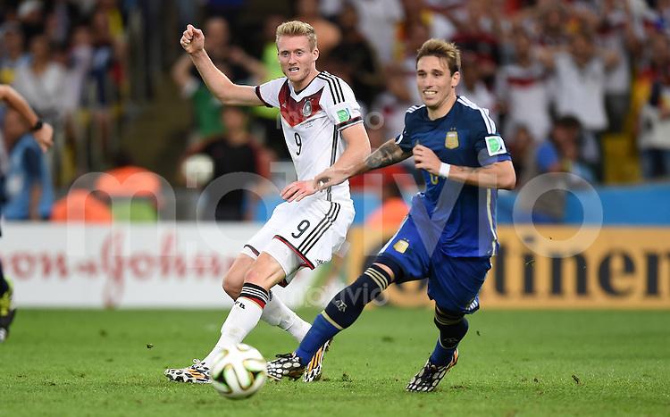 FUSSBALL WM 2014                FINALE Deutschland - Argentinien     13.07.2014 Andre Schuerrle (li, Deutschland) gegen Lucas Biglia (re, Argentinien)