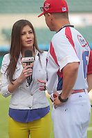 Carolina Padron de tv ESPN entrevistando a Pedro Lopez manager de puerto rico.durante  la Serie del Caribe 2013  de Beisbol,  Puerto Rico  vs Republica Dominicana ,  en el estadio Sonora el 2 de febrero de 2013...© (foto: Luis Gutierrez/NortePhoto)........during the 2013 Caribbean Series Baseball, Puerto Rico vs Dominican Republic in Sonora Stadium on February 2, 2013 ...© (photo: Luis Gutierrez/ NortePhoto)...http://mlb.mlb.com/mlb/events/winterleagues/league.jsp?league=cse