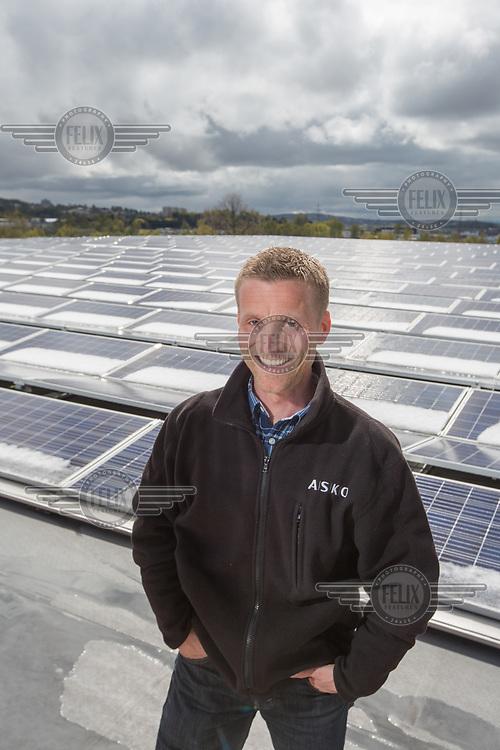 Aleksander J&oslash;rgenrud<br /> solcellepaneler Asko<br /> <br /> &copy;Fredrik Naumann/Felix Features