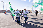 Solna 2014-03-16 Bandy SM-final herrar Sandvikens AIK - V&auml;ster&aring;s SK :  <br /> V&auml;ster&aring;s supportrar p&aring; v&auml;g till Friends Arena inf&ouml;r SM-finalen mellan Sandviken och V&auml;ster&aring;s<br /> (Foto: Kenta J&ouml;nsson) Nyckelord:  SM SM-final final herr herrar VSK V&auml;ster&aring;s SAIK Sandviken  supporter fans publik supporters