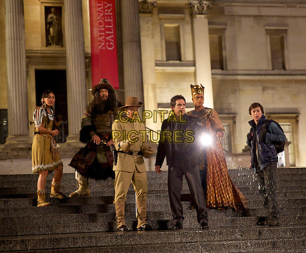 Mizuo Peck, Patrick Gallagher, Robin Williams, Ben Stiller, Skyler Gisondo<br /> in Night at the Museum: Secret of the Tomb (2014) <br /> *Filmstill - Editorial Use Only*<br /> CAP/FB<br /> Image supplied by Capital Pictures