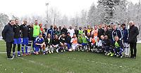 FIFA International beim Home of FIFA 09.01.2017 Legends Game 2017 Gruppenbild der Teams; FIFA Praesident Gianni Infantino (Mittere , Schweiz) mit Diego Maradona (Mitte li, Argentinien)