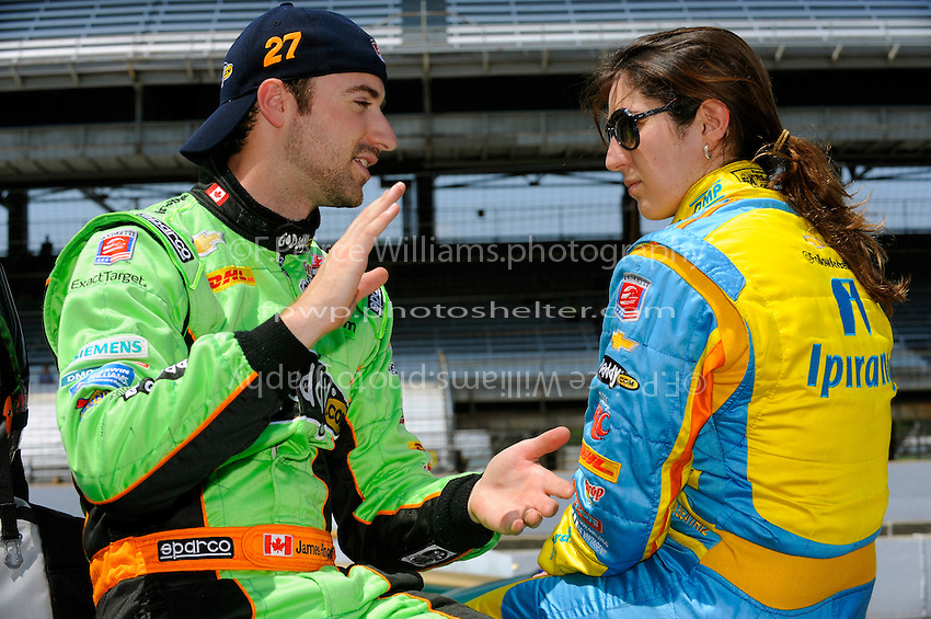 James Hinchcliffe (#27) and teammate Ana Beatriz (#25) talk after practice.