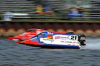 Jose Mendana (#21) blows past Chris Fairchild (#62)   (Formula 1/F1/Champ class)