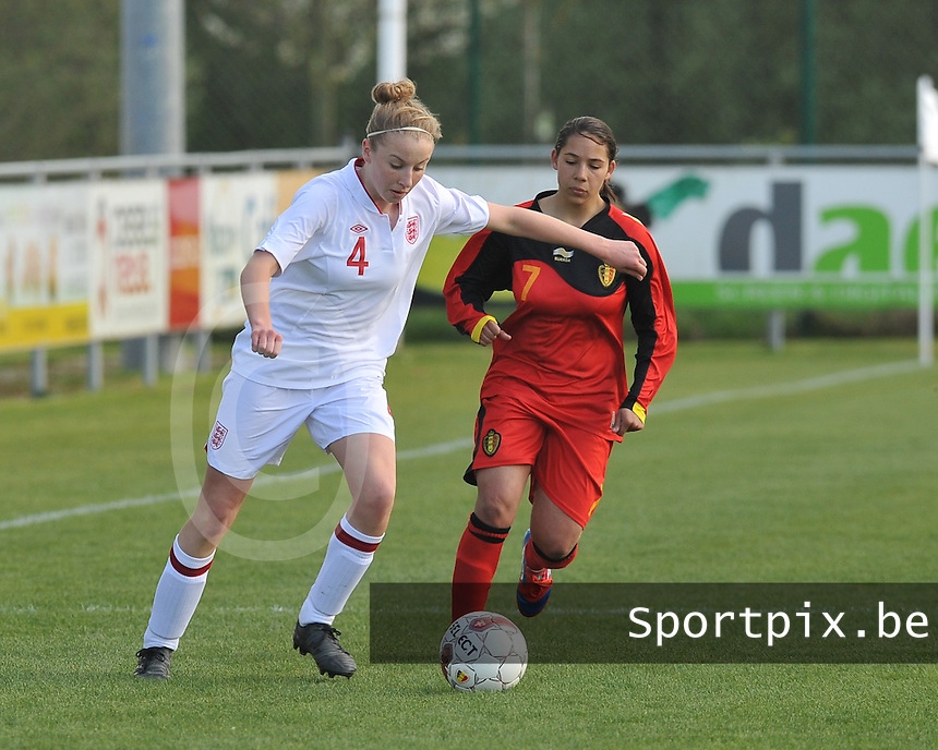 UEFA Women's Under 17 Championship - Second Qualifying round - group 1 : Belgium - England : .Leah Cathrine Williamson aan de bal voor Lola Wajnblum.foto DAVID CATRY / Vrouwenteam.be