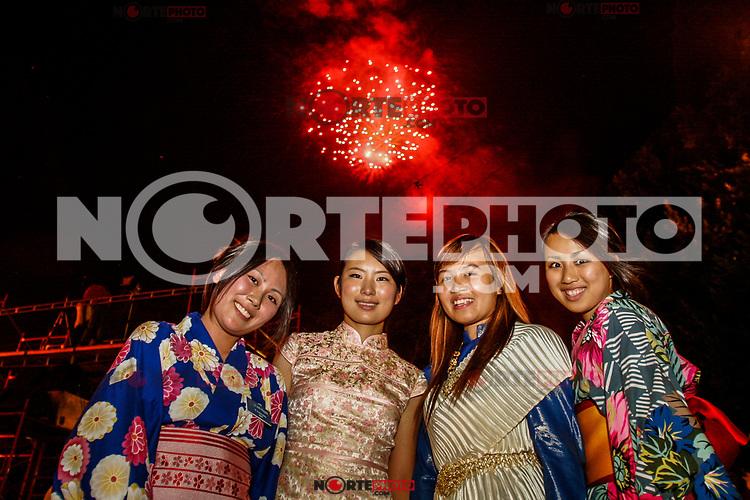 Extranjeros en la Noche del Dia del grito de la independencia 2008. Oriental. China, Japonesa, kimono.