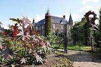 Nederland Oud-Zuilen - Augustus 2018. Tuin bij Slot Zuylen. Slot Zuylen is een van de oudste kastelen aan de Vecht. Het Slot heeft een rijke familiegeschiedenis met invloedrijke bewoners, waarin vrouwen, zoals schrijfster Belle van Zuylen, een prominente rol spelen.   Foto Berlinda van Dam / Hollandse Hoogte