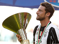Calcio, Serie A: Juventus vs Crotone. Torino, Juventus Stadium, 21 maggio 2017.<br /> Juventus&rsquo; Claudio Marchisio holds the trophy during the celebrations for the victory of the sixth consecutive Scudetto at the end of the Italian Serie A football match between Juventus and Crotone at Turin's Juventus Stadium, 21 May 2017. Juventus defeated Crotone 3-0.<br /> UPDATE IMAGES PRESS/Isabella Bonotto
