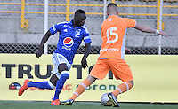 BOGOTA - COLOMBIA -15 -10-2016: Millonarios y Envigado FC en partido por la fecha 16 de la Liga Aguila II 2016 jugado en el estadio Metropolitano de Techo de la ciudad de Bogota./ Millonarios and Envigado FC in match for the date 16 of the Liga Aguila II 2016 played at Metropolitano de Techo Stadium in Bogota city. Photo: VizzorImage / Gabriel Aponte / Staff.