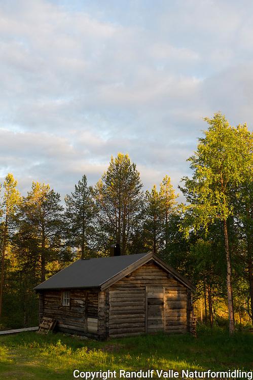 Bygninger ved Ellentjern i Pasvik. ---- Hut by Ellentjern in Pasvik.