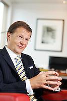 Interview mit Joerg Wolle, CEO und Delegierter des Verwaltungsrats der DKSH, im Hauptsitz an der Wiesenstrasse 8 in Zuerich am 9. Dezember 2010..Copyright © Zvonimir Pisonic
